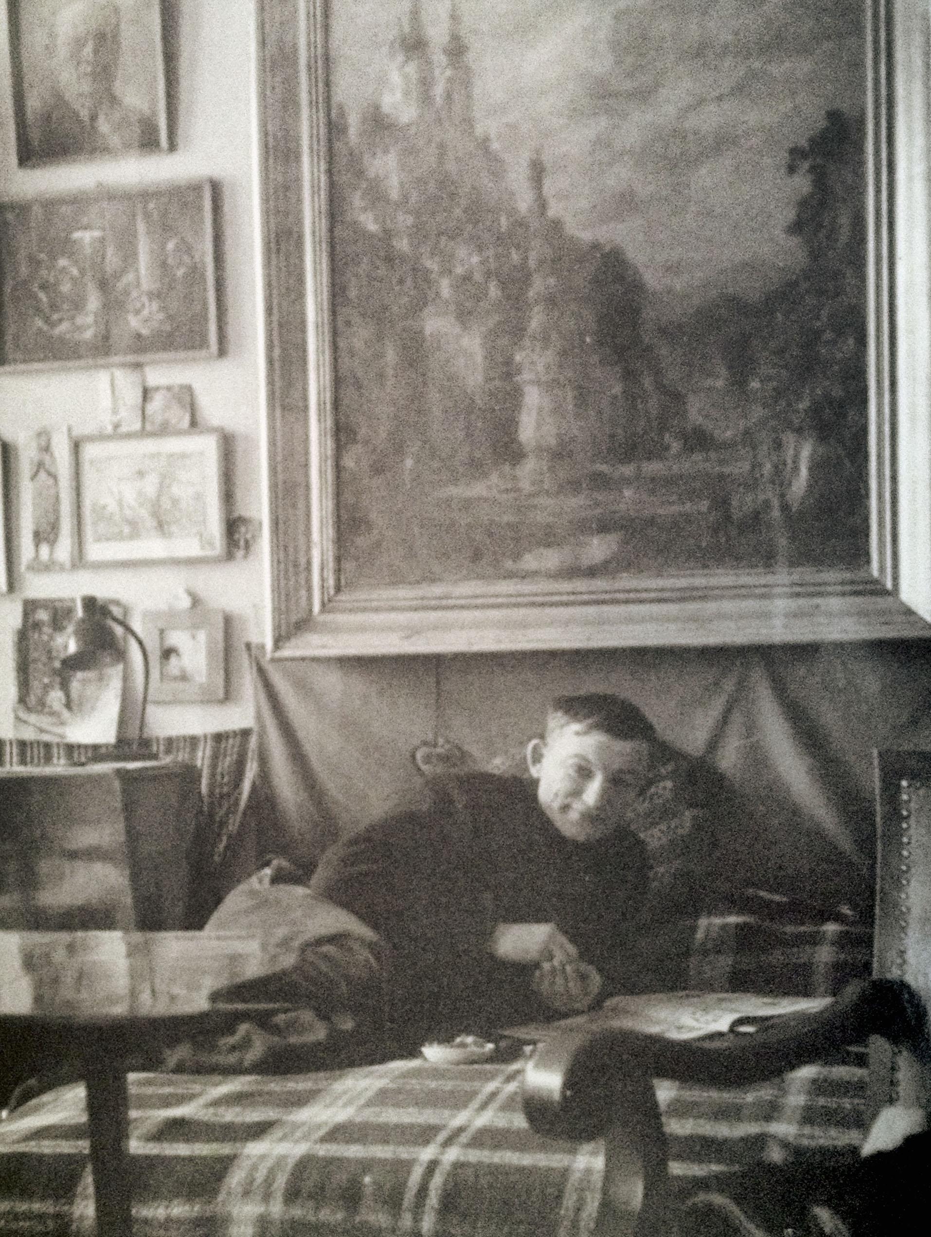 Kodor Béla Gross Arnoldnál, 1953, háttérben Szabó Vladimir festménye